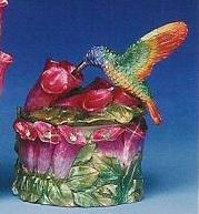 Box312-Hummingbird-box-trinket-party-favor-lid-box-resin-handpained-with-crystals.JPG (9782 bytes)