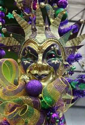 mardi-Gra-Mask-Centerpiece-decorated.JPG (29400 bytes)