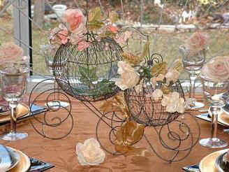 Cinderella_theme_wedding_carriage_coach_center_piece.JPG (16388 bytes)