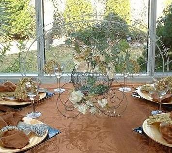 Princess_theme_centerpiece_pumpkin_coach_carriage-wire.JPG (40749 bytes)