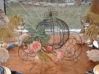 Pumpkin_coach_carriage_cinderella_favor_centerpieces.JPG (15746 bytes)