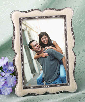 wedding_frame-party-favors-photo_holder7771.jpg (22077 bytes)